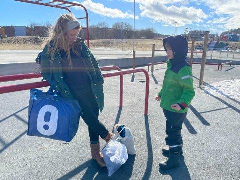 OVERRASKET: Mamma Ingrid Arntsen ble overrasket da hun fikk melding om å hente sønnen Aleksander (8) på skolen så snart som mulig onsdag.