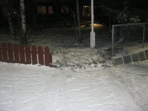 Det er ikke første gangen Kristjan Petur Kristjansson i Sjetnemarka opplever å få en bil i hagen.