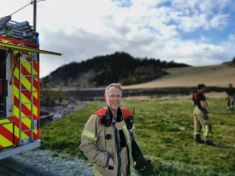Stig Sjåland i Trøndelag brann- og redningstjeneste var med på å slukke brannen i Spongdal.