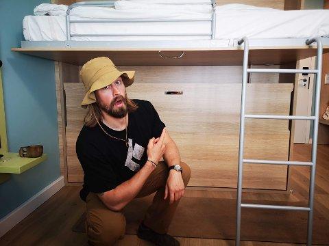 FORNØYD: Mathias Ekornås (31) er stolt over å ha fullført den spesielle klatreturen, selv om han fikk litt problemer underveis.