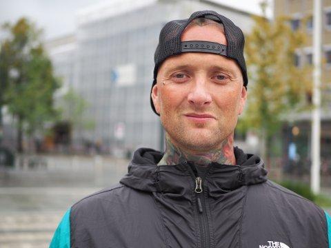 Tomas (42) har levd et tøft liv siden han var liten gutt. Nå har han vært nykter i snart ett år.