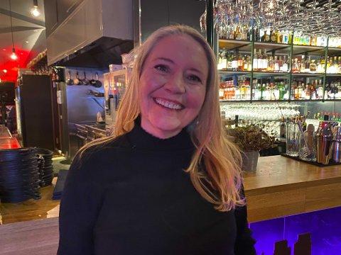 Eva Kristin Hansen jubler over valgresultatet.