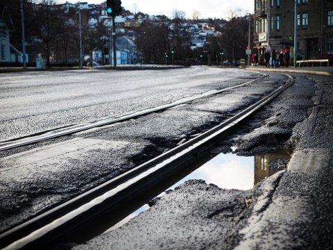 PUSSES OPP: Om noen år skal  Kongens gate gjennom stor oppussing etter mange år med utfordringer. Da ønsker bystyret å gjøre endringer i kjøremønsteret.