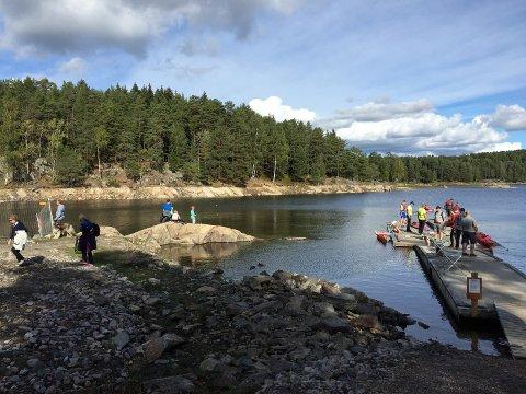 YRENDE LIV: Både fiskere, padlere og turgåere strømmet til Rustadsaga 11. september i år.