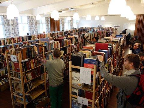 INNHOLDSRIKT: Lionsklubben på Bekkelaget har tradisjon for å avholde bokmarked hver høst, og de mener selv at det trolig er Oslos største bokmarked. Arkivfoto: Privat