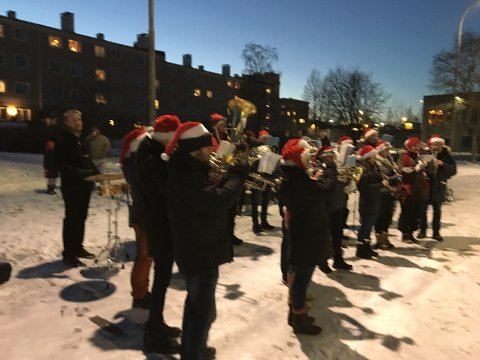 Østre Aker Musikkorps, julegranstenning 1. advent