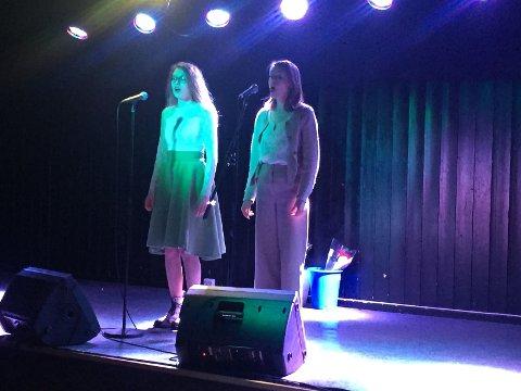 EGEN SANG: Synne Lariussen og Anne Granlund sang sin egen låt, Draum om myrket.