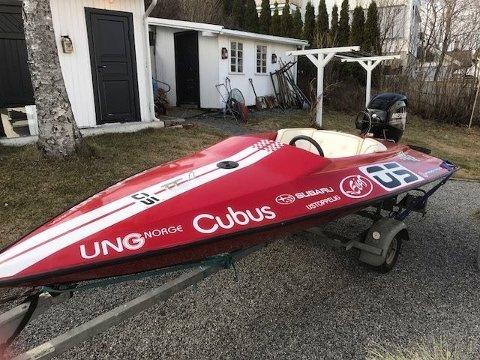 STJÅLET: Har du sett denne båten? Den ble stjålet fra Ormsundveien 16 natt til første påskedag. Foto: Privat