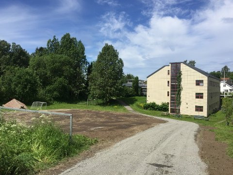 NÅ: Den røde paviljongen er fjernet fra friområdet ved bydelshuset på Sæter.