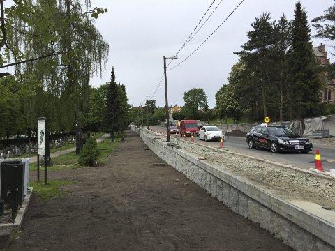 EKEBERGVEIEN: Sykkelfeltarbeidene går fremover, her fra strekket langs Nordstrand kirkegård. Foto: Nina Schyberg Olsen
