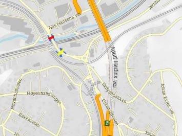 ØSTENSJØVEIEN: Foreslått plassering er her rød, mens anbefalt plassering er gul. Illustrasjon: Statens vegvesen.