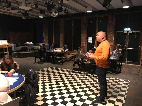 Lars Petter Solås (FrP) besøkte Kafédialogen