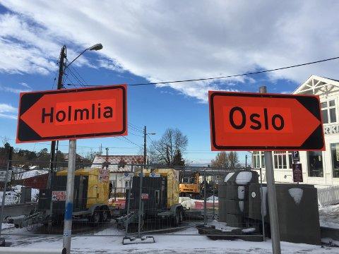 I OSLO: For de som måtte være i tvil, Holmlia er et sted i Oslo, selv om både riksdekkende medier og i dette tilfellet kommunal skilting i forbindelse med gravearbeider på Sæter for en tid tilbake gir inntrykk av noe annet. Arkivfoto: Nina Schyberg Olsen