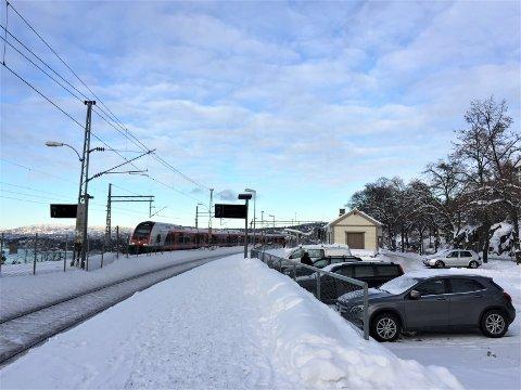NY BETALINGSORDNING: Det er i dag gratis å parkere ved Ljan stasjon, men 9. april innføres ny ordning.