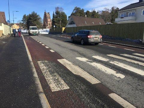 EKEBERGVEIEN: Ekebergveien mellom Sæter og Ljabru har blitt humpete og ujevn. Strekningen var ferdig rehabilitert i november i fjor. Alle foto: Nina Schyberg Olsen