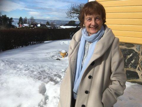 KASTELLET: Frid Ingulstad har skrevet over 200 bøker, mest kjent er hun for sin siste romanserie om livet langs Akerselva for 100 år siden, i serien Sønnavind. Hun skriver nå på sin 94. bok i denne serien. Hun bor forsatt i sitt barndomshjem på Kastellet. Foto: Julie Messel