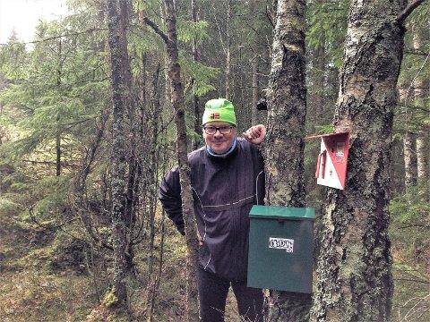 MARKAMANN: Torgeir Stenstad i Oppsal orientering i kjent stil ute i skogen der han liker seg best.