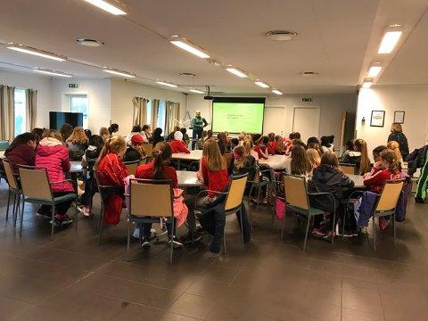 JENTEKVELD: Det ble en kjempefin jentekveld i Holmlia sportsklubb, da de inviterte til foredrag med blogger Martine Halvorsen.
