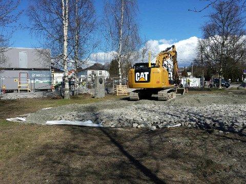 Minnesbauten på Marienlundern hedrer de falne menn og kvinner fra bydelen som ofret sitt liv for Norges frihet under 2. verdenskrig. Foto: Helge Amundsen