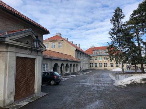 NY UNGDOMSSKOLE: Den gamle videregående skolen på Nordstrand skal bli ny ungdomsskole høsten 2021. Før det vil den bli brukt til å sette flere tusen vaksiner i uka.