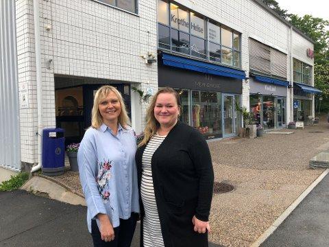 EKEBERGVEIEN 233: Kristin Stoltenberg og Kristin Trosvik utenfor kontorbygningen i Ekebergveien 233.