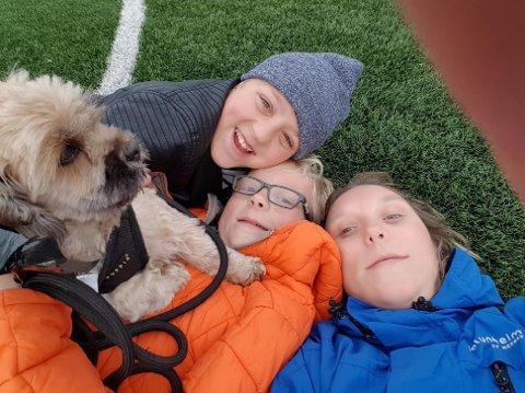 SØKER VENNER: Denne aktive familien ønsker å bli kjent med flere folk i nærområdet. Foto: Privat