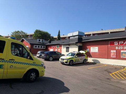 Kastellet: Politiet er på stedet etter at en butikkansatt på Spar er truet med kniv.