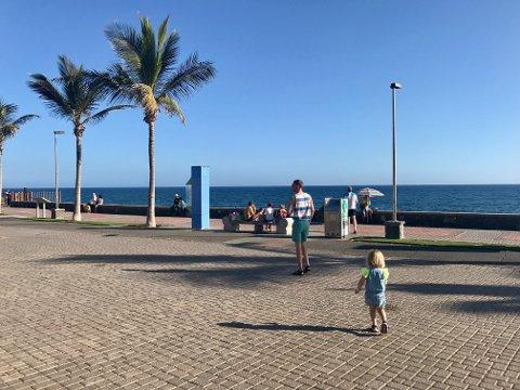 SPØR FØRST: Sommer og sol byr gjerne på mange fine feriemotiver. Forsikringsselskapet råder folk til å tenke seg om og spørre før man publiserer bilder av andre mennesker på sosiale medier.