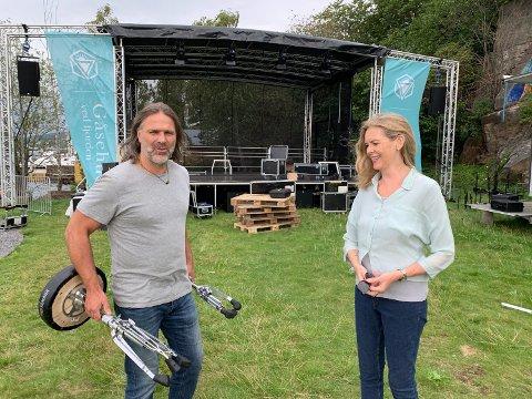 KLART FOR FESTIVAL: Catharina Jacobsen og Christer Falck gjør seg klare til å ta imot 500-600 festivaldeltakere på Sæterstranda de neste tre kveldene.