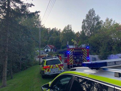To biler kolliderte mandag kveld i Ekebergveien, like ved Ljabru. En strømmast ligger i veibanen som følge av ulykken.