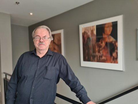BILLEDKUNSTNER: Erik Wessel (80) har hatt en rekke utstillinger på kjente steder. Fotografiene pryder også oppgangen hjemme på Sæter.