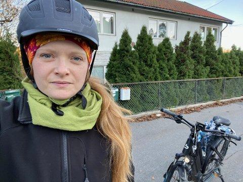 FARLIG TIKTOK-TREND: Elisabeth Løland oppdaget plutselig at bakhjulet hennes var løst. Nå ønsker hun å gjøre andre syklister oppmerksomme på TikTok-trenden hvor ungdom gjør sabotasje på sykler.