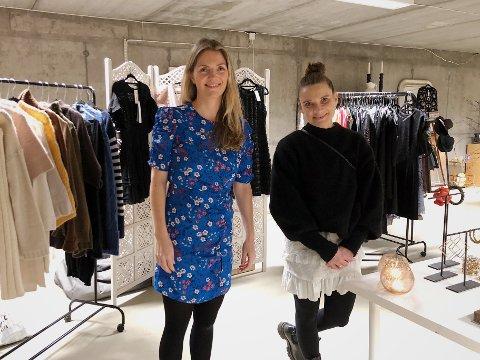 NYÅPNING: De to venninnene fra Nordstrand, Mia Gomez Bjølbakk (t.v.) og Marthe Sjøberg, har åpnet gjenbruksbutikk ved siden av jobbene sine: - Vi ønsker å skape et godt tilbud for lokalmiljøet, sier Gomez Bjølbakk.