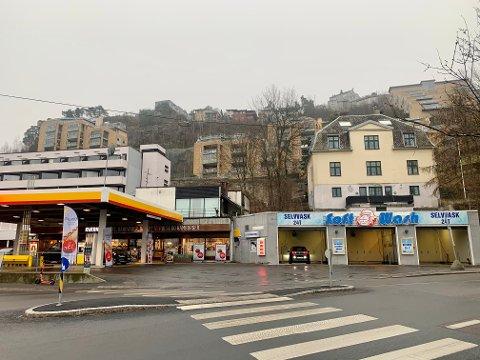 FORSLAG: På eiendommen til høyre for bensinstasjonen, mellom Ryenbergveien og Valhallveien (i forgrunnen) foreslås det nå 35 nye boliger.