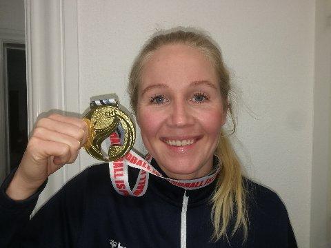 EUROPAMESTER: Rikke Marie Granlund koser seg med EM-gullet hjemme i Esbjerg.