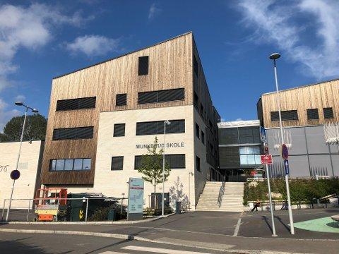 SMITTEUTBRUDD: Det er et større smitteutbrudd ved Munkerud skole, som en av mange skoler i bydelen. Også Ekebergskol og Brannfjell skole har økt smitte nå.