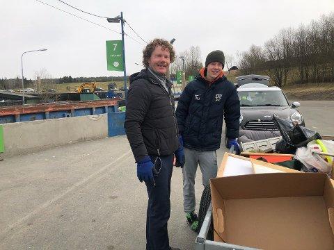 PÅSKETUR: Odd-Erik Jordet og sønnen Mathias har tatt påskens første tur til Grønmo etter å ha hatt en god opprydding hjemme.