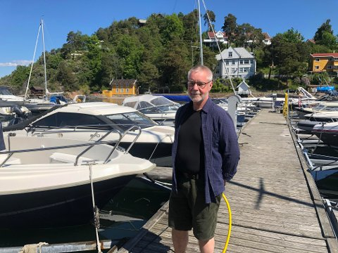 ENIG MED KOMMUNEN: Lennart Johansen mener at mange tar seg til rette og at det burde være lettere å ferdes i strandsonen.