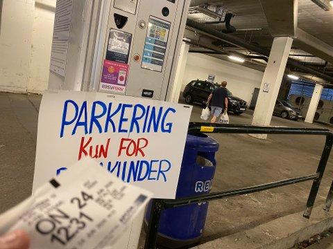 KUN FOR KUNDER: Det er ikke bare kunder hos Rema som benytter seg av gratis parkering i Ski sentrum.