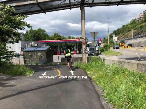 ØKENDE TRAFIKK: Stadig flere syklister benytter seg av gang- og sykkelveien langs Mosseveien.