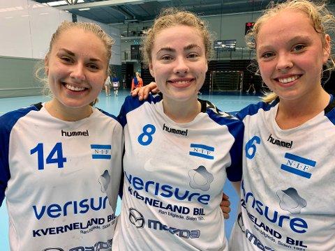 VISTE VEI: Ungjentene Mina Paulsen Stenberg (venstre), Lene Tveiten Kristiansen og Nora Asbjørnsen scoret 12 av målene da Nordstrand slo Fjellhammer i søndagens treningskamp.