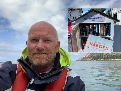 GATEBIBLIOTEK: Espen Brynsrud satte lørdag opp et gatebibliotek i Ole Moes vei.