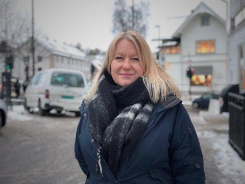 DELTE MENINGER I HJEMMET: Anne Tine Bogstrand (50) blir ikke enig med samboeren om sommerferieplanene: - Han ønsker gjerne å reise utenlands, mens jeg vil bli i Norge, forteller hun.