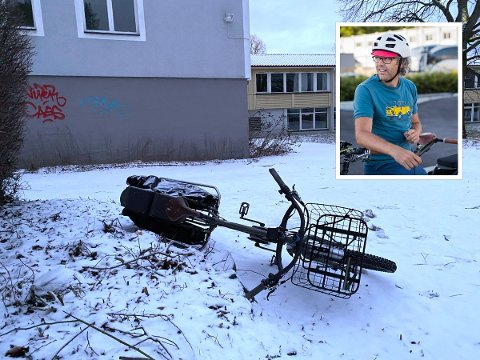 SLENGT PÅ BAKKEN: Geir Anders Rybakken Ørslien fant el-sykkelen sin slengt på bakken 200 meter fra huset.