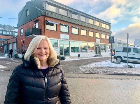 KARLSRUD: Familieterapeut Elisabeth Jølstad Hilde (53) er leder for TACO-gruppen. Hver uke møtes barn og unge som er pårørende i Raschs vei 38. - Når en i familien strever blir alle påvirket, sier Hilde.