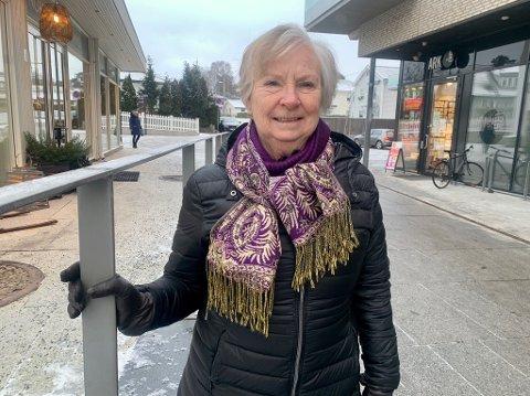 ENGASJERT: I 14 år har Kari Raunedokken vært frivillig i Røde Kors visitortjeneste. Og i år er visitortjenesten 60 år.