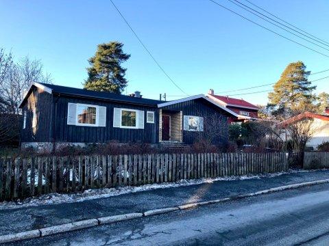 Denne boligen skal rives og erstattes av to nye eneboliger.