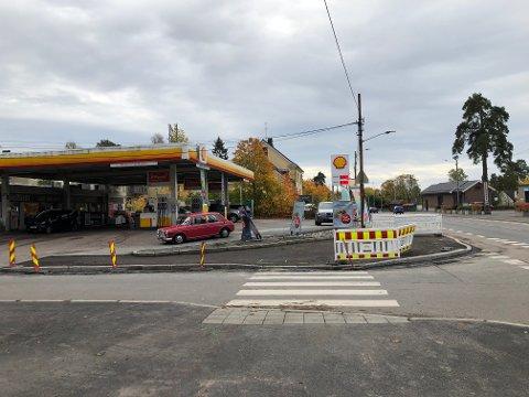 Det skal bli tryggere å krysse Ekebergveien og Lambertstien her ved bensinstasjonen på Kastellet.