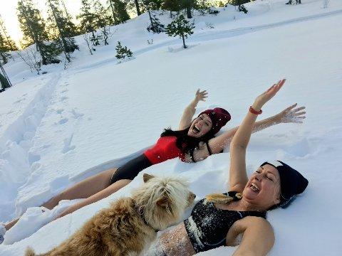 19. FEBRUAR: Fredag ble det skitur med innlagt snøbad for duoen.