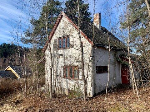 I Abildsøveien 47 har en gammel bolig forfalt.
